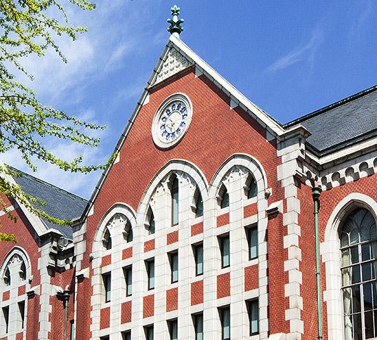 【受験生必見】慶応義塾大学の評判は?各学部の就職先やサークルをご紹介